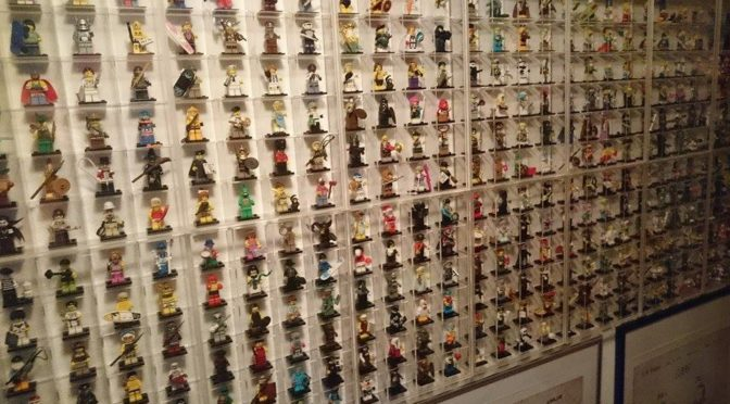 Collectors Corner – How do you display your minifigures – This is how Claus Displays his